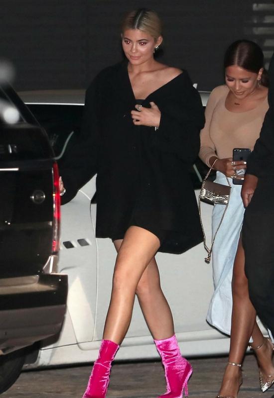 Kylie Jenner zdjęła doczepy! Jej naturalne włosy są w tragicznej kondycji...