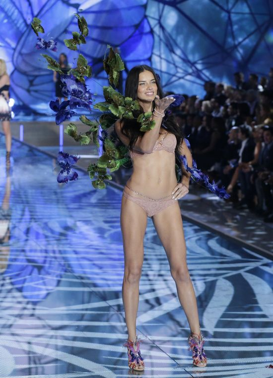 Adriana Lima Victoria's Secret 2016 Show Paris