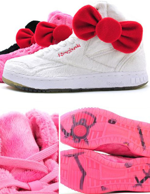 Pluszowe Reeboki z Hello Kitty