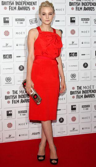 Carey Mulligan w krwistoczerwonej sukience (FOTO)