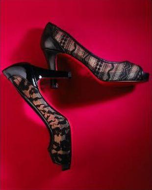 Koronkowe pantofelki od Christiana Louboutina