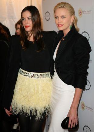 Liv Tyler i Charlize Theron razem na jednej imprezie (FOTO)