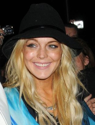 Lindsay Lohan eksponuje nogi