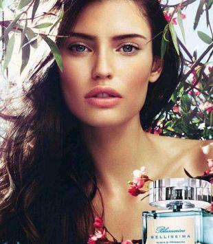 Włoska piękność w kampanii perfum Blumarine