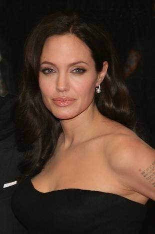 Dojrzała kobiecość Angeliny Jolie