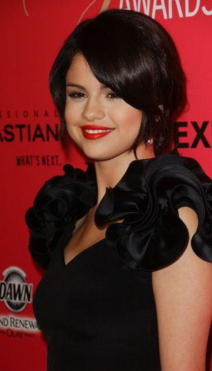 Selena Gomez w niezwykłej małej czarnej