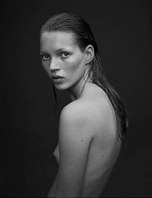 Limitowane portfolio z ulubionymi portretami Kate Moss
