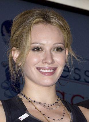 Hilary Duff w czerni