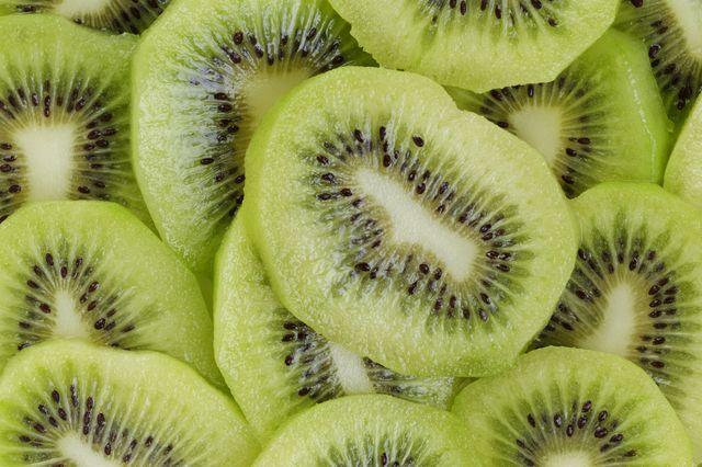 Ile kalorii mają Twoje ulubione owoce?