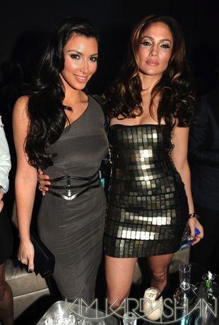 Kim Kardashian pod rękę z Jennifer Lopez