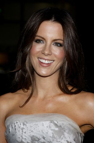 Kate Beckinsale tym razem w mini