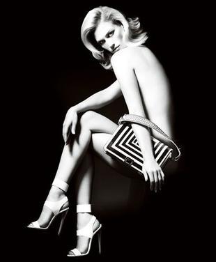 January Jones nago w kampanii Versace