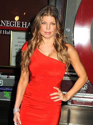 Fergie w czerwieni od Zaca Posena (FOTO)