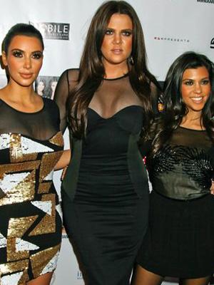 Siostry Kardashian w czerni (FOTO)