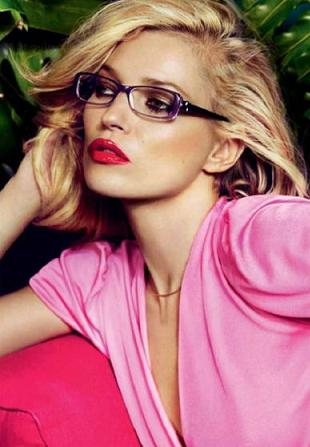 Kate Moss reklamuje okulary marki Vogue Eyewear