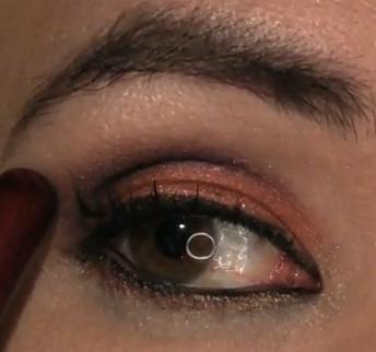 Makijaż miedziano-śliwkowy