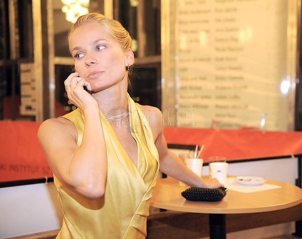 Magdalena Cielecka na żółto