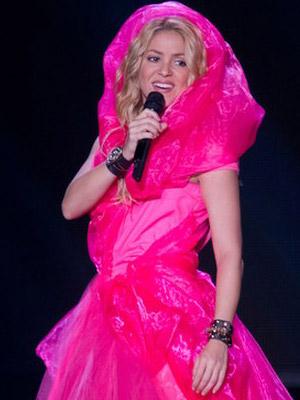 Shakira prawie jak Kapturek z baśni  (FOTO)