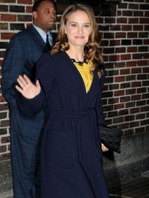 Natalie Portman w lekkiej żółtej sukience (FOTO)