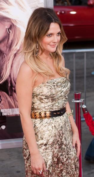 Drew Barrymore ozłocona w kreacji Catherine Malandrino