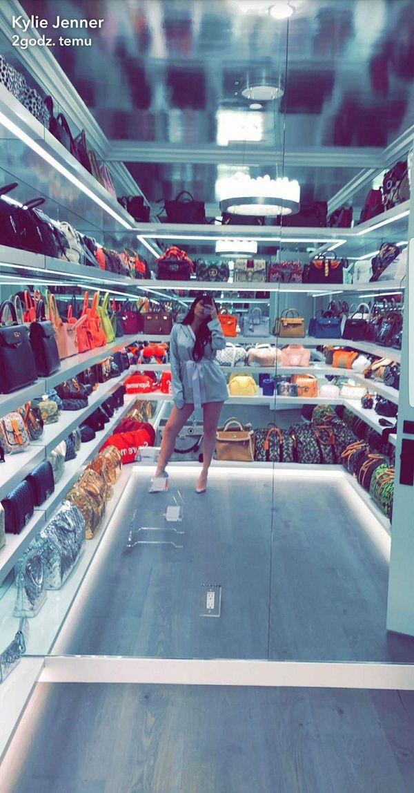 Kylie Jenner chwali się garderobą na... torebki! Ilość modeli od Hermesa...