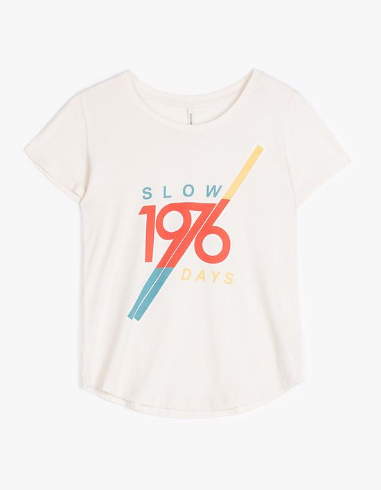 Stradivarius Wearing t-shirts -