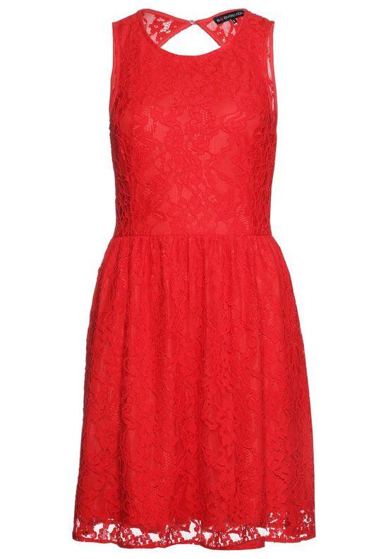 Hit na lato - Czerwona sukienka na kilka sposobów