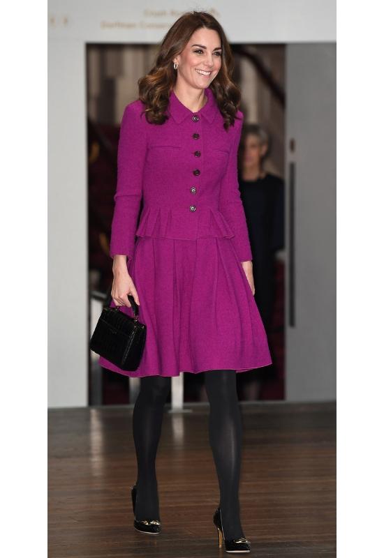 Ten jeden krój sukienki, który nosi księżna Kate sprawdzi się w każdej sytuacji