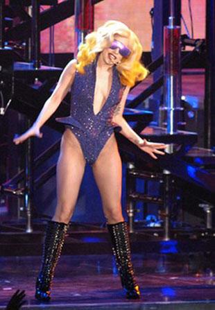 Dlaczego Lady Gaga wyrzuca bieliznę?
