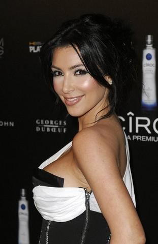 Kim Kardashian eksperymentuje z włosami