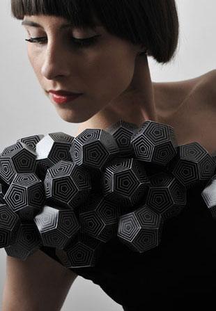 Sukienki inspirowane bryłami (FOTO)