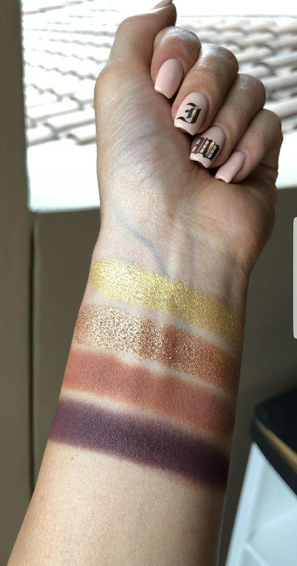 Kourtney Kardashian stworzyła kolekcję dla Kylie Cosmetics! (FOTO)