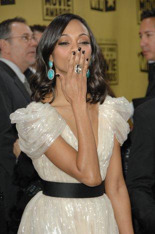 Zoe Saldana w foliowej sukience