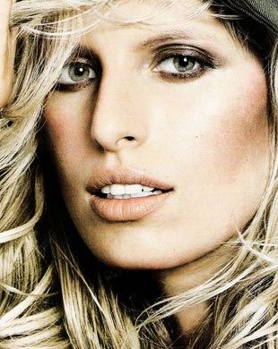 Karolina Kurkova na okładce Vogue Spain (FOTO)