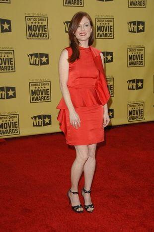 Julianne Moore w ognistej czerwieni