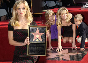 Reese Whiterspoon uhonorowana gwiazdą w Alei Sławy (FOTO)