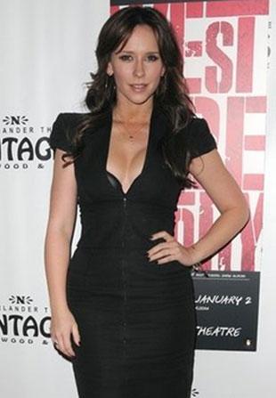 Jennifer Love-Hewitt w skromnej czerni?