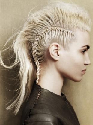Najmodniejsze plecione fryzury na nadchodzące miesiące