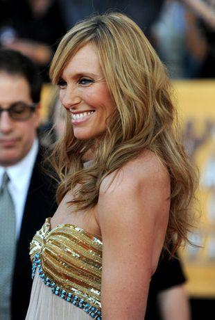 Toni Collette w sukience Rafaela Cennamo