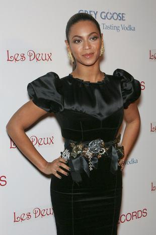 Klasyczna Beyonce w ulubionej czerni
