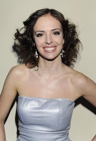 Anna Wendzikowska w mocno kręconych włosach