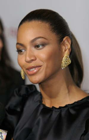 Beyonce w sukni od Elie Saaba