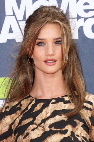 Rosie Huntington-Whiteley w Dolce & Gabbana (FOTO)