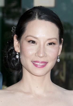 Lucy Liu w czarnej kreacji Monique Lhullier (FOTO)