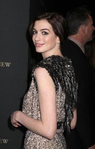 Co się stało z figurą Anne Hathaway?