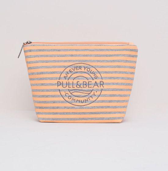 Pull&Bear Beachwear - Plażowa kolekcja w młodzieżowym stylu