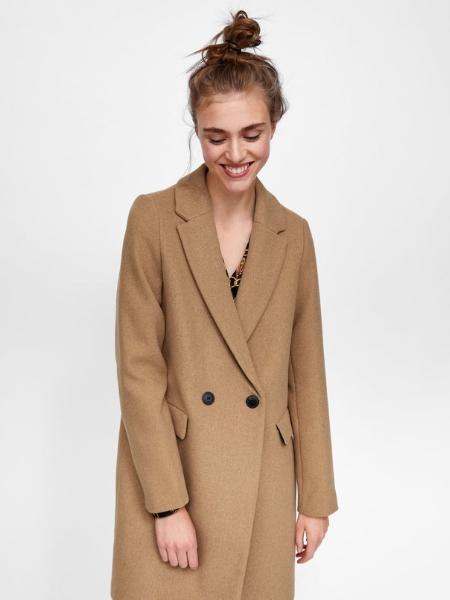 Beżowe, klasyczne płaszcze, które sprawdzą się również zimą. Są turbo eleganckie