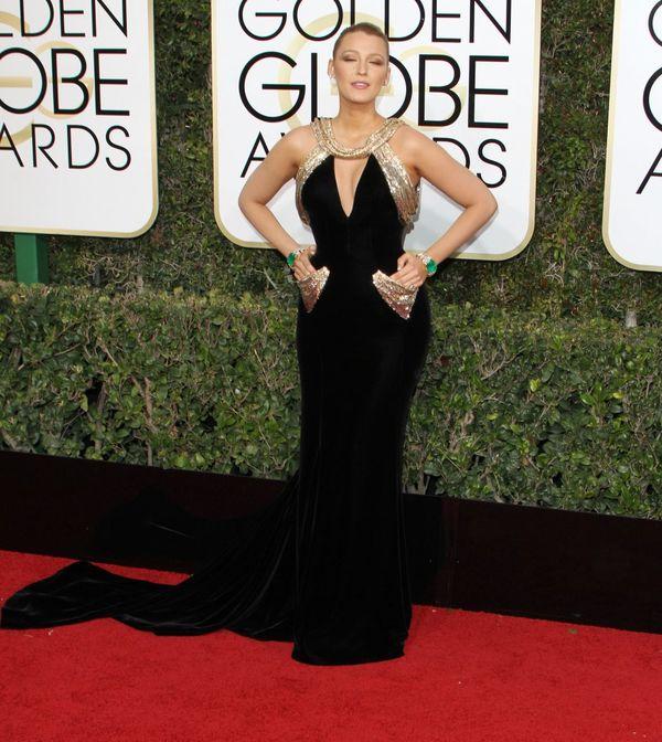 Złote Globy 2017 - najlepsze kreacje wg magazynu Vogue Na zdjęciu: Blake Lively w sukience Atelier Versace