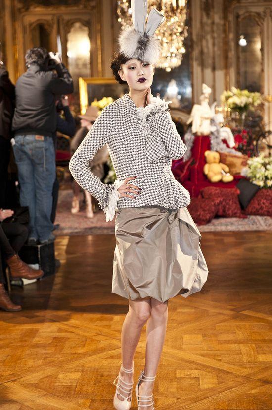 Pokaz Johna Galliano z Paris Fashion Week jesień-zima 2012