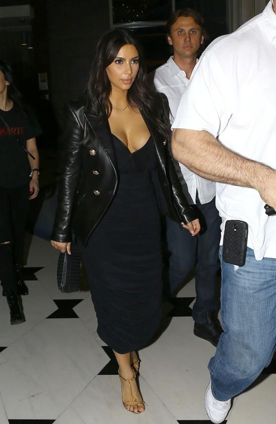 Kim Kardashian w marynarce Balmain